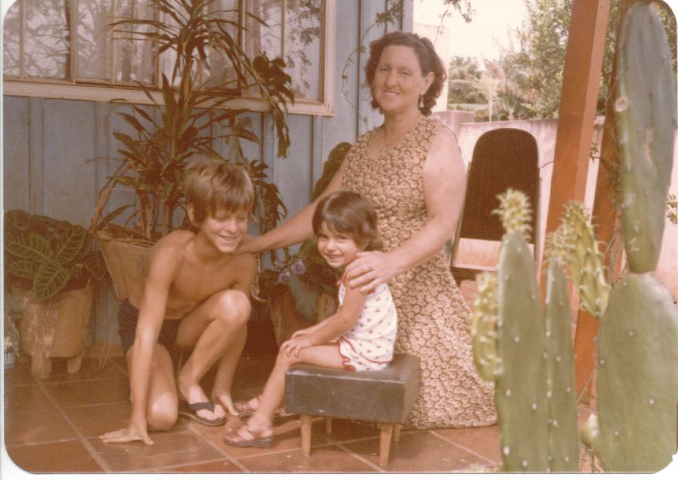Ana e os netos Leandro e Tati
